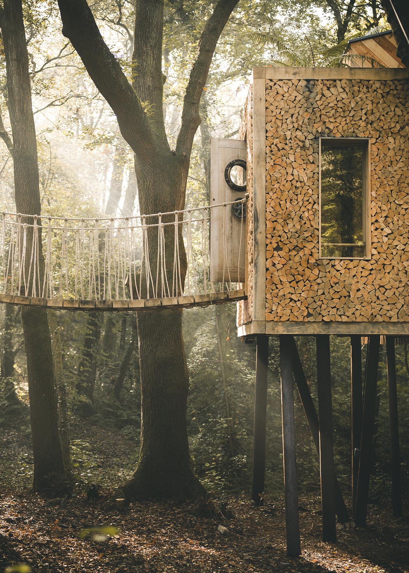 0.1craftycamping-The woodsmans-treehouse BRIDGE